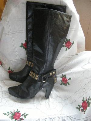 Сапоги женские демисезонные,кожаные,черного цвета,280грн..