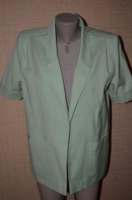 Классический пиджак светло салатовый без пуговиц